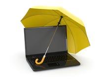 Protección de la información. Computadora portátil y paraguas Imagenes de archivo