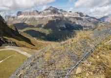 Protection d'érosion de fil en dolomites, Italie photos stock