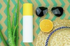 Protection de rafraîchissement d'été, naturelle et chimique de protection solaire photographie stock libre de droits