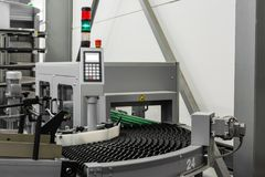 Protection oisive vide BO de contrôle de bande de conveyeur de rouleaux de machine d'industrie photo libre de droits