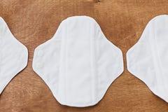 Protections naturelles d'eco r?utilisable pendant des jours menstruels, configuration plate r Plastique d'arr?t photo stock
