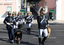 Protector cambiante ceremonial en Lisboa, Portugal Foto de archivo libre de regalías