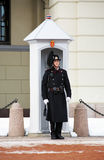 Protector real noruego cerca de Royal Palace, Oslo Imagenes de archivo