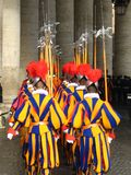 Protectores del suizo en el vatican Foto de archivo