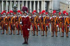 Protectores pontificales del suizo. Fotografía de archivo