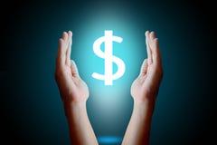 Protegga il concetto di simbolo del dollaro Mani che proteggono i sig disegnati del dollaro Fotografie Stock