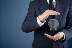 Protegga il risparmio finanziario Fotografie Stock Libere da Diritti