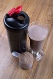 Proteindrink, Schüttel-Apparat und runde Schaufel Lizenzfreies Stockbild