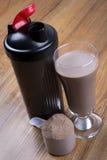 Proteindrink, Schüttel-Apparat und runde Schaufel Lizenzfreie Stockbilder