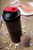 Proteinowy potrząśnięcie, potrząsacz i round miarka, Obraz Royalty Free