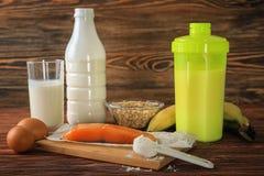 Proteinreiches Lebensmittel, Pulver und Erschütterung lizenzfreie stockbilder