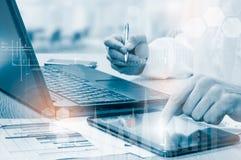 Proteja el concepto de los datos de la información de la nube Seguridad y seguridad de los datos de la nube Fotografía de archivo libre de regalías