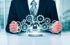Proteja o conceito dos dados da informação da nuvem Segurança e segurança de dados da nuvem fotos de stock royalty free