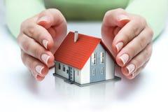 Proteja y concepto de las propiedades inmobiliarias del seguro Fotografía de archivo libre de regalías