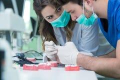 Protesi dentaria, protesi dentarie, attività di protesi Immagini Stock