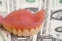 protesi dentarie sui dollari Immagini Stock Libere da Diritti