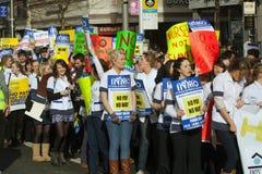 Protest über geplanten Schnitten Lizenzfreie Stockfotos