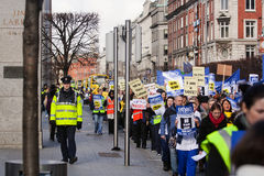 Protest über geplanten Schnitten Lizenzfreie Stockbilder