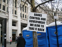 Protest - Fahnen außerhalb des Heiligen Pauls London Lizenzfreies Stockbild