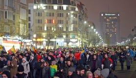 Protest gegen die Regierung in Bukarest Stockbilder
