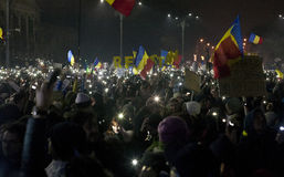 Protest gegen Korruptionsreformen in Bukarest stockfotografie