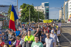 Protest i Bucharest mot olagligt logga royaltyfri bild