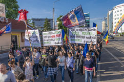 Protest i Bucharest mot olagligt logga royaltyfri foto