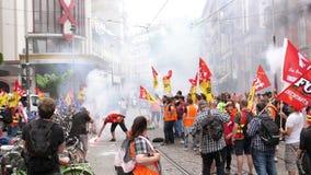 Protest op Franse de treinarbeiders van de straatsncf stock video