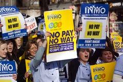 Protest over geplande besnoeiingen Stock Fotografie