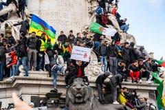 Protest in Parijs tegen een vijfde mandaat van Bouteflika van Algerije stock foto