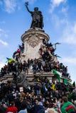 Protest in Parijs tegen een vijfde mandaat van Bouteflika van Algerije royalty-vrije stock afbeeldingen