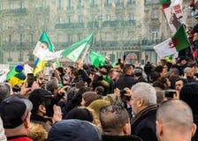 Protest in Parijs tegen een vijfde mandaat van Bouteflika van Algerije stock afbeeldingen