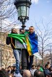Protest in Parijs tegen een vijfde mandaat van Bouteflika van Algerije stock afbeelding