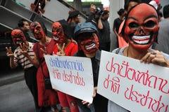 """Protest Pro--regering """"för röd skjorta"""" i Bangkok Arkivbild"""