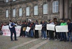 Protest przeciw nowej imigraci rządzi przy Christianborg pałac copenhagen Obrazy Stock