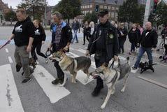 PROTEST-SAMMLUNGS-HUNDEweg GEGEN HUNDEgesetz Stockbild
