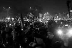 Protest tegen corruptiehervormingen in Boekarest stock afbeeldingen