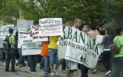 Protest tegen de nieuwe wet van onwettige immigranten. Stock Fotografie