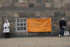 PROTEST TEGEN OVERHEID VOORAAN HET PARLEMENT Stock Afbeelding