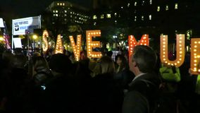 Protest, zum von Robert Mueller im Washington DC zu retten stock footage