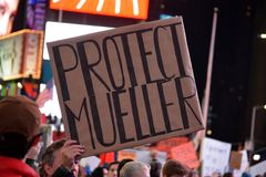 Protest, zum von Robert Mueller zu schützen lizenzfreies stockfoto