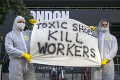 Protesta anti de la piel durante la semana de la moda de Londres Eudon Choi exterior Foto de archivo libre de regalías