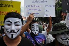 """Protesta antigubernamental de la """"máscara blanca"""" en Bangkok Foto de archivo"""