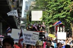 Protesta blanca antigubernamental de la máscara en Bangkok Foto de archivo