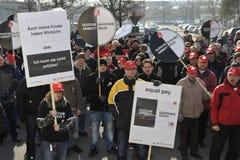 Protesta contra el alquiler con opción a compra de trabajo y salarios inferiores Imagen de archivo libre de regalías
