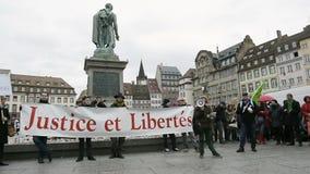 Protesta contra la extensión del 'estado de emergencia' metrajes