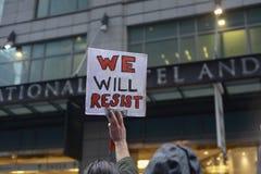 Protesta davanti alla torre di Trump a Toronto Fotografia Stock Libera da Diritti