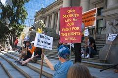 Protesta de Bill C-51 (acto del Anti-terrorismo) en Vancouver Foto de archivo libre de regalías