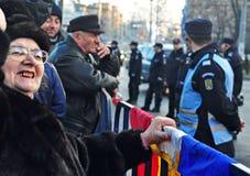 Protesta de Bucarest - cuadrado 13 de la universidad Imágenes de archivo libres de regalías
