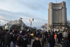 Protesta de Bucarest - cuadrado 19 de la universidad Imágenes de archivo libres de regalías